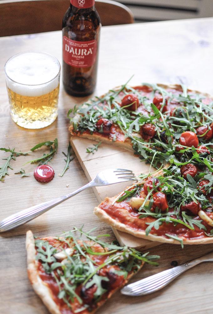 Pizza de Tomates Cherry y Ajo Asados con Rúcula ~Sin Gluten~